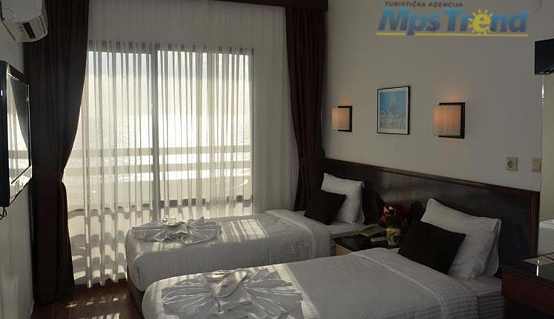 hotel sunday 5
